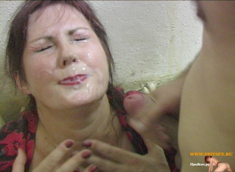 Сын накончал матери на лицо